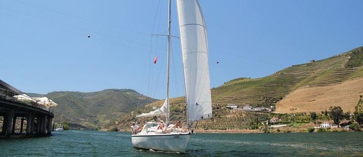 boat-wine-tour-in-douro.jpg