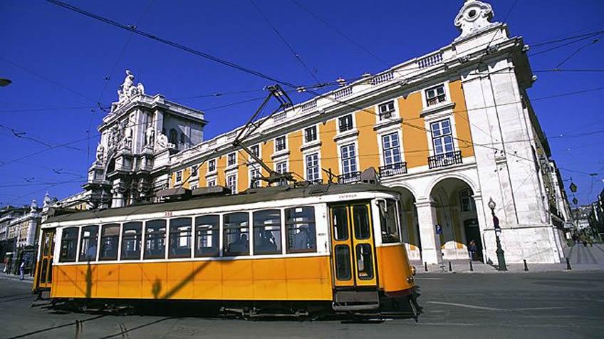 cdn2.hubspot.nethubfs491068Lisbon - Tram